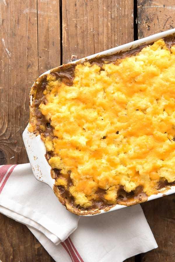 Pastel salado de cabaña con queso encima