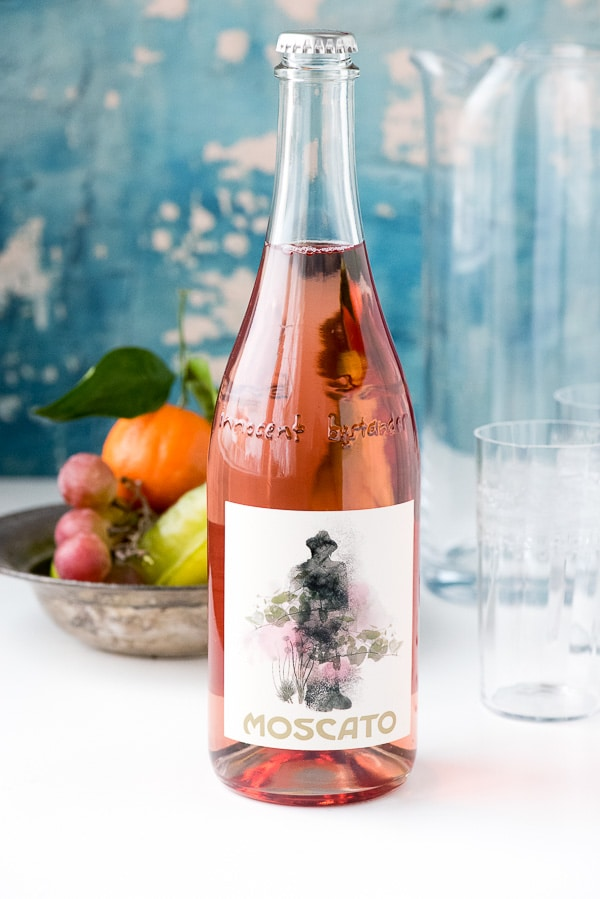 garrafa de vinho rosé moscato