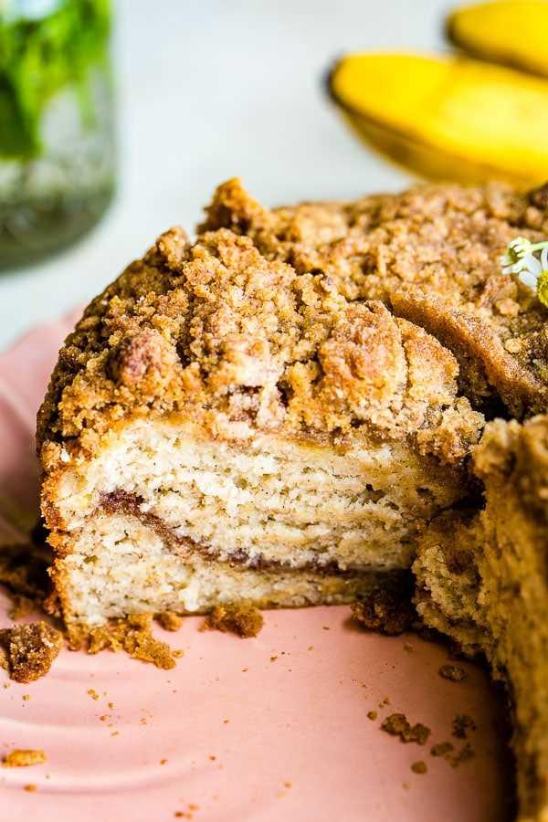 pastel de café de plátano en rodajas