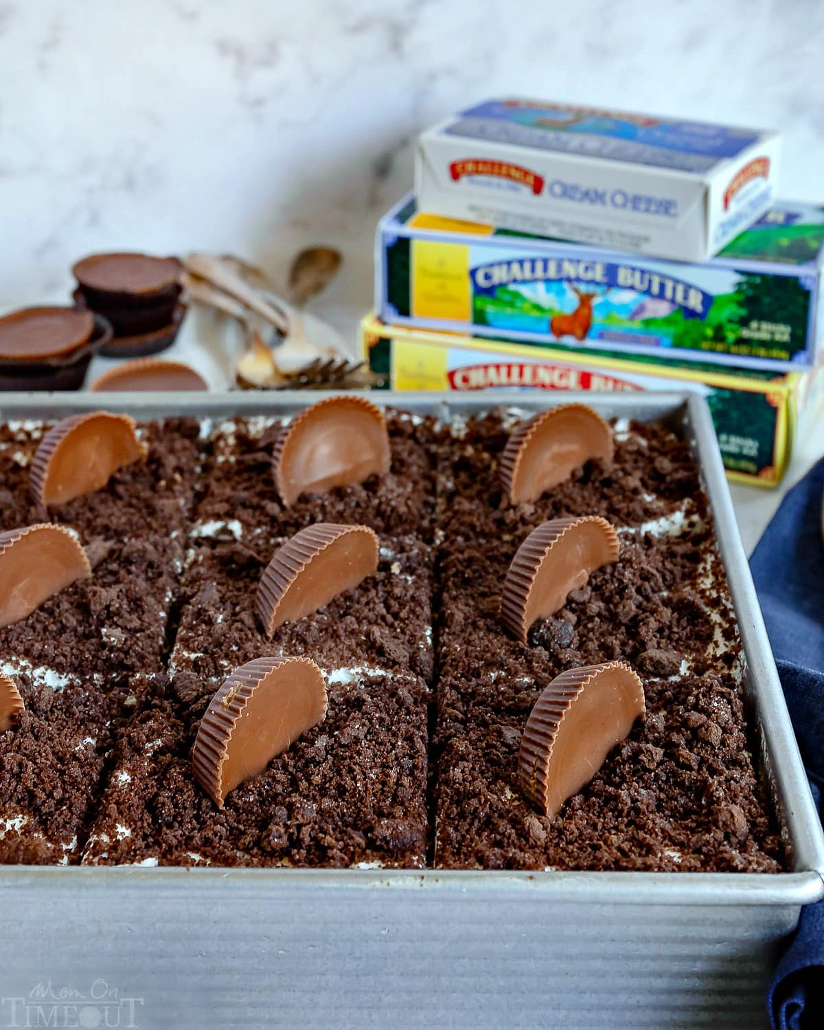 """icebox-cake-in-baked-pan-with-reeses-on-top """"ancho ="""" 732 """"altura ="""" 915"""