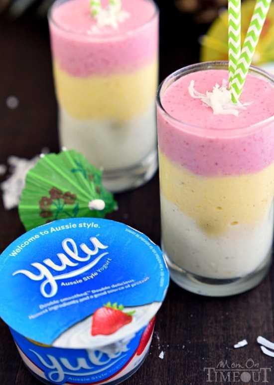 ¡Mejore cualquier mañana con este hermoso y tropical Batido de Amanecer Tropical! El   MomOnTimeout.com   #breakfast #smoothie #recipe