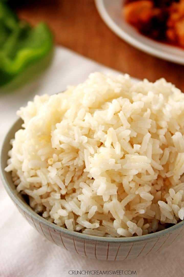 Molho de queijo de arroz fofo perfeito com arroz com abobrinha e receita de milho