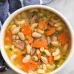 Sopa de minestrone de salchicha ahumada