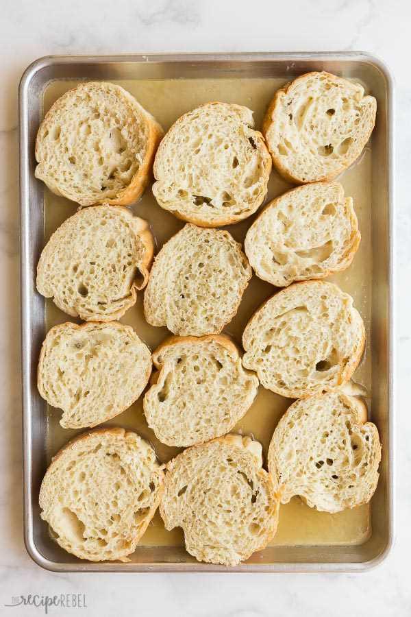 pan tostado francés durante la noche