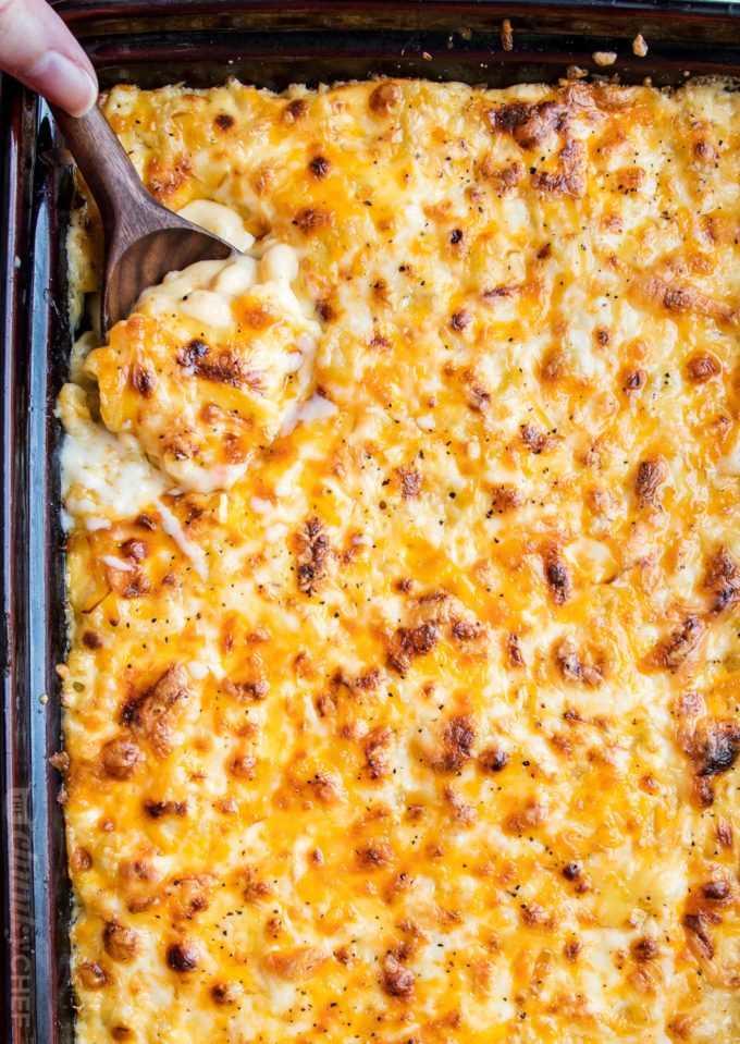"""Ricos y cremosos macarrones y queso horneados caseros, rellenos con múltiples capas de quesos rallados, cubiertos con una suave salsa de queso y horneados hasta que estén burbujeantes y perfectos. #macandcheese #comfortfood #macaroni #cheese #sidedish #comfortfood #holidayfood """"width ="""" 680 """"height ="""" 959 """"data-pin-description ="""" Mac y queso horneados caseros ricos y cremosos, rellenos con múltiples capas de quesos rallados, sofocados en una salsa de queso suave y horneado hasta que esté burbujeante y perfecto! #macandcheese #comfortfood #macaroni #cheese #sidedish #comfortfood #holidayfood """"srcset ="""" https://www.thechunkychef.com/wp-content/uploads/2018/02/Ultimate-Creamy-Baked-Mac-and-Cheese- baking-dish-680x959.jpg 680w, https://www.thechunkychef.com/wp-content/uploads/2018/02/Ultimate-Creamy-Baked-Mac-and-Cheese-baking-dish-550x776.jpg 550w, https://www.thechunkychef.com/wp-content/uploads/2018/02/Ultimate-Creamy-Baked-Mac-and-Cheese-baking-dish-768x1083.jpg 768w, https://www.thechunkychef.com /wp-content/uploads/2018/02/Ultimate-Creamy-Baked-Mac-and-Cheese-baking-dish.jpg 1360w """"tamaños ="""" (ancho máximo: 680px) 100vw, 680px """"></p> <h4 style="""