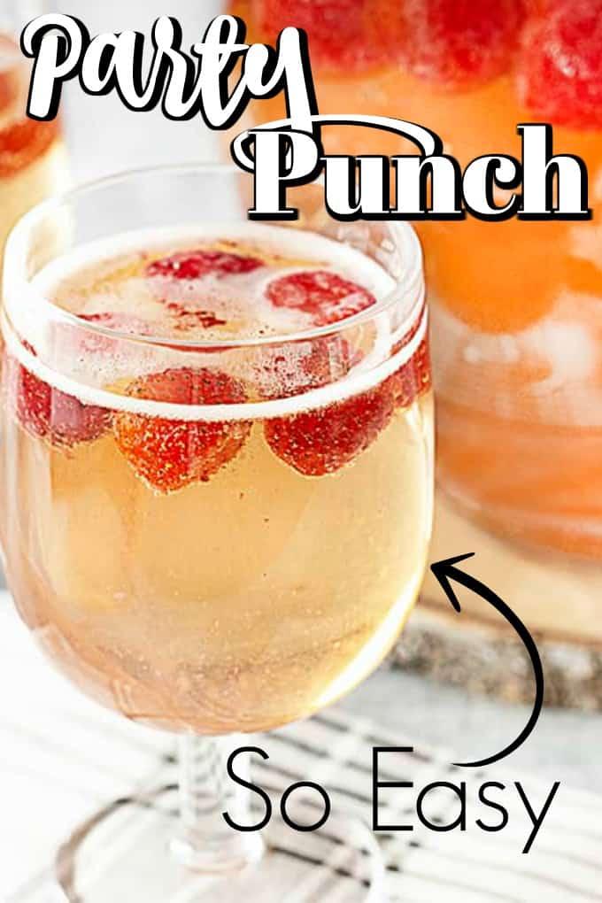 La receta de ponche de fiesta con champán y fresa será un éxito en cualquier reunión. ¡Toma solo un par de minutos hacerlo! #partypunch #strawberrychampagne