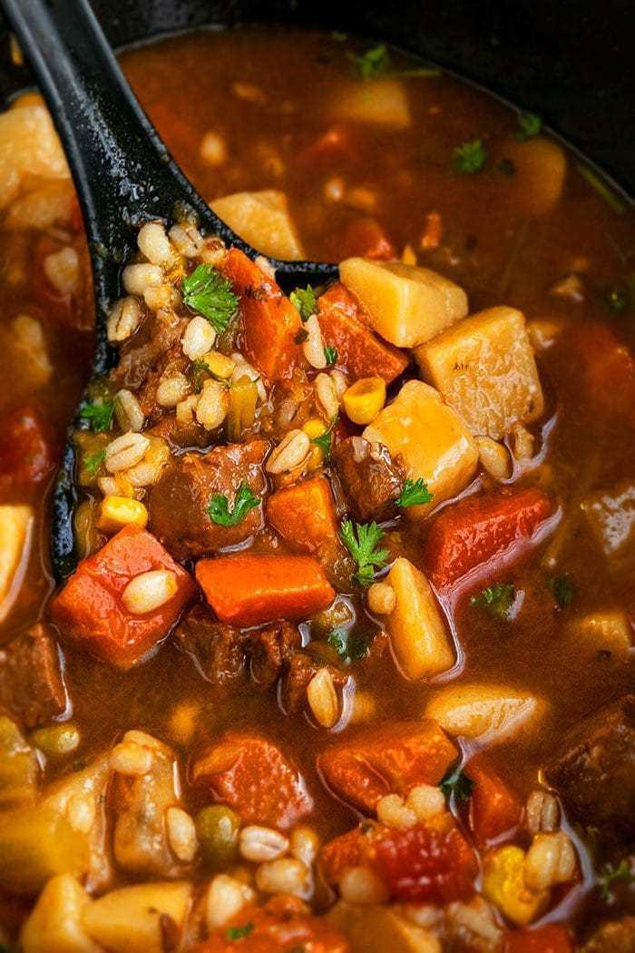 Sopa de carne con cebada