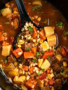 Receta de sopa de cebada y carne a fuego lento
