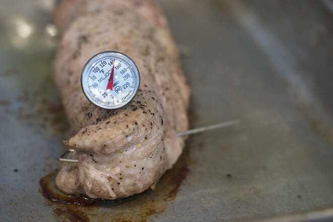 Cocine el lomo de cerdo a 145F.