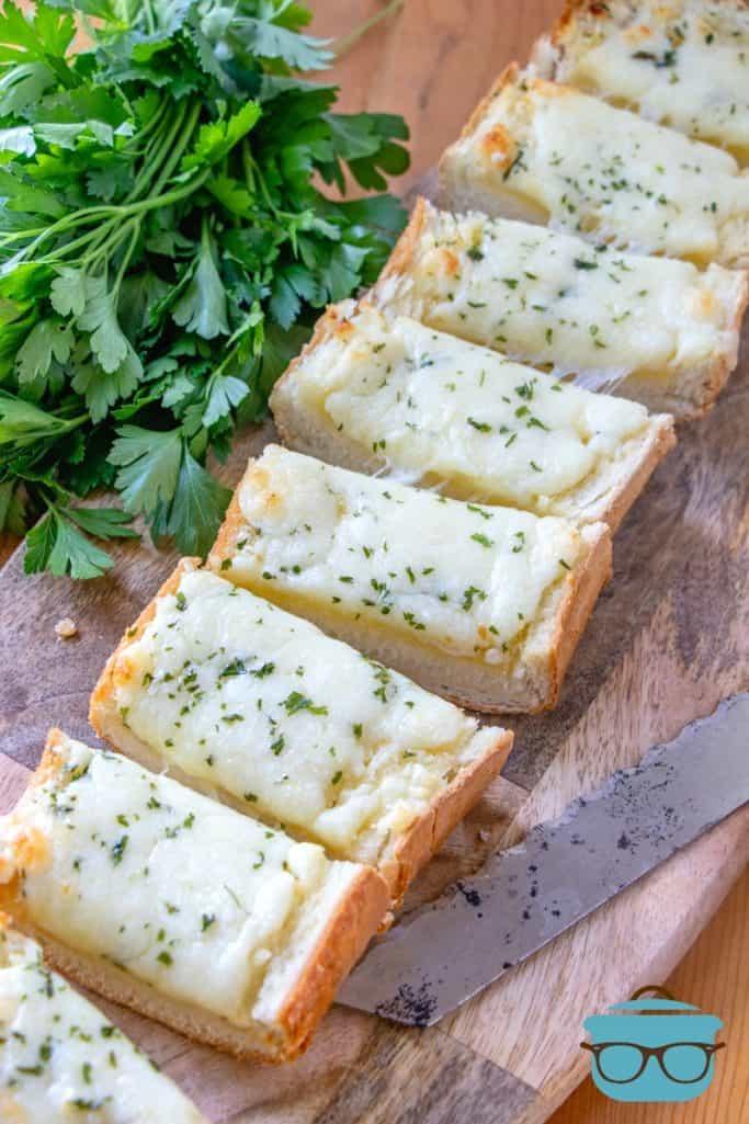 terminado, pan de ajo con queso, en rodajas
