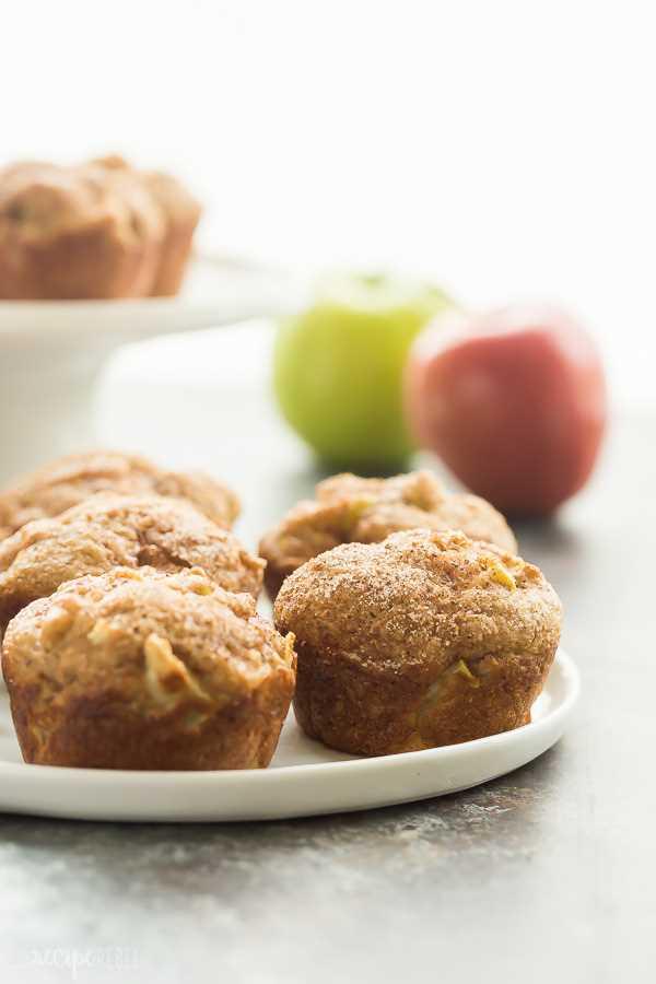 muffins de canela y manzana de cerca