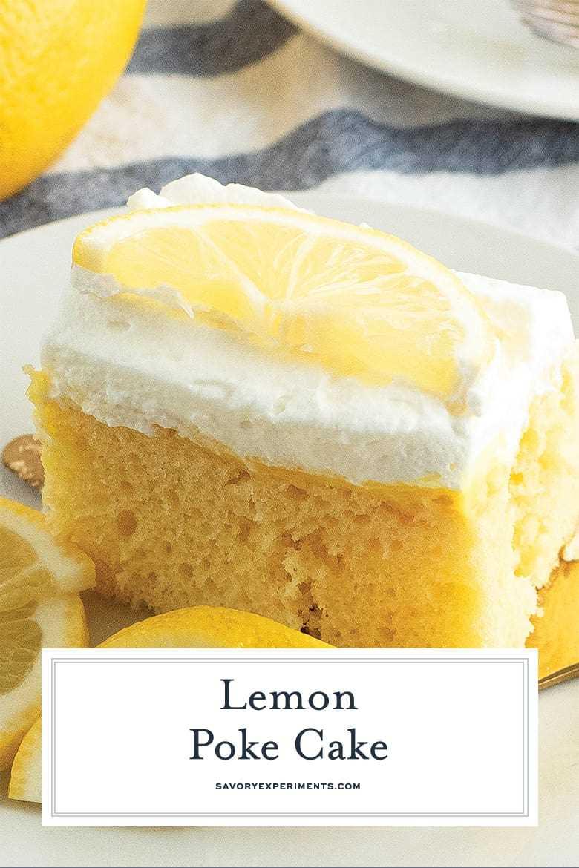 Cerca de una rebanada de pastel de limón poke