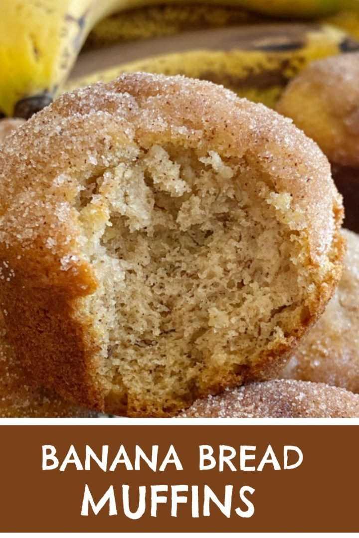 Magdalenas de pan de canela y canela   Muffins de plátano   Receta de pan de banana   Los panecillos de plátano saben a pan de plátano en forma de panecillo con una cobertura dulce de canela y mantequilla. Son perfectamente ligeros y húmedos, cargados de sabor a plátano y se hornean maravillosamente cada vez. Todo lo que necesitas es un tazón. No se necesita mezclador! #bananabread #muffins #snacks #recipeoftheday #bananarecipes #bananamuffins