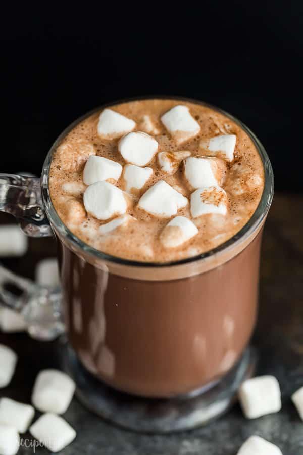 Crockpot chocolate caliente en la taza