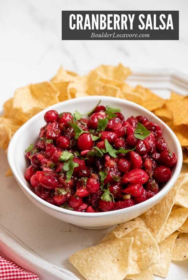 Imagem do título de molho de cranberry em tigela branca