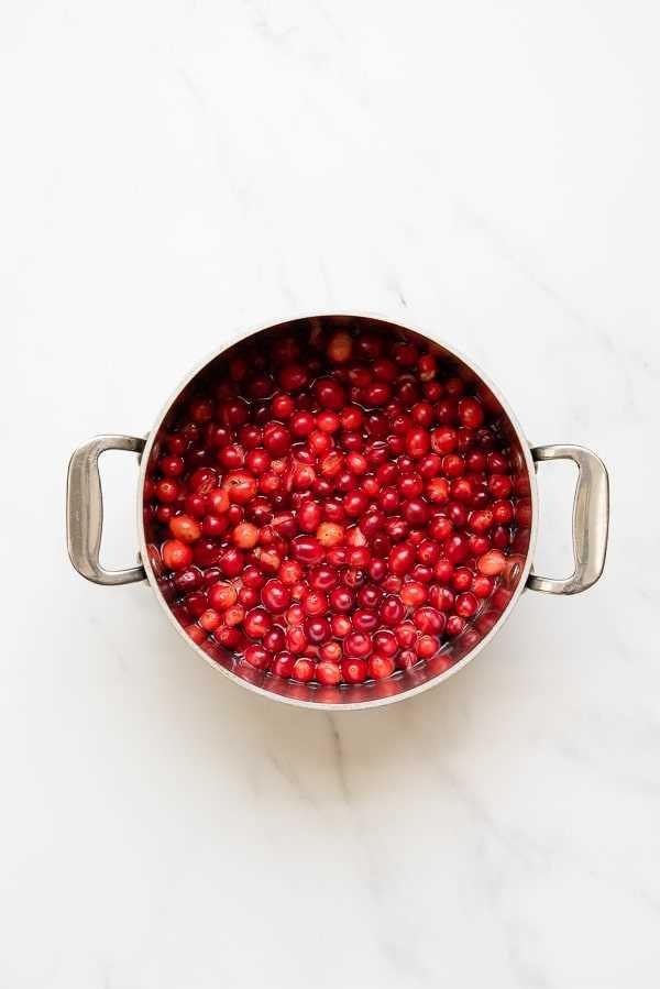 Mirtilo com molho de cranberry cozido em frigideira