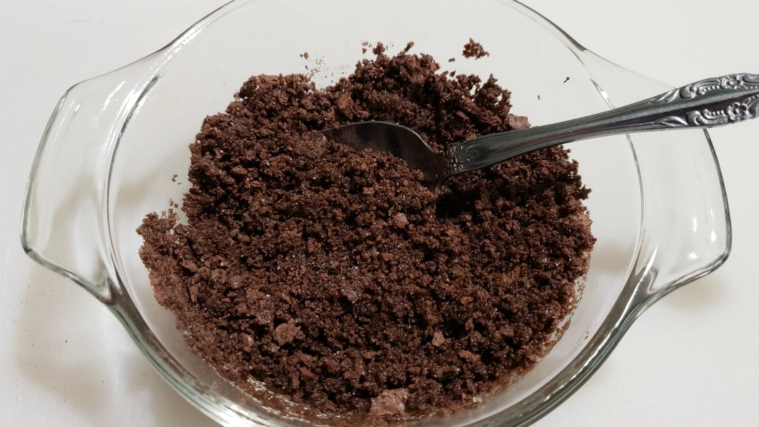 "migajas de chocolate Graham mezcladas con mantequilla ""srcset ="" https://juegoscocinarpasteleria.org/wp-content/uploads/2020/02/1582947063_388_Receta-de-tarta-de-pastel-de-queso-y-chocolate-con.jpg 1067w, https : //cdn1.zonacooks.com/wp-content/uploads/2018/09/Mint-Chocolate-Cheesecake-Tart-Recipe-for-Two-2-500x281.jpg 500w ""tamaños ="" (ancho máximo: 1067px) 100vw, 1067px"