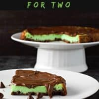 Receta de tarta de pastel de queso y chocolate con menta para dos