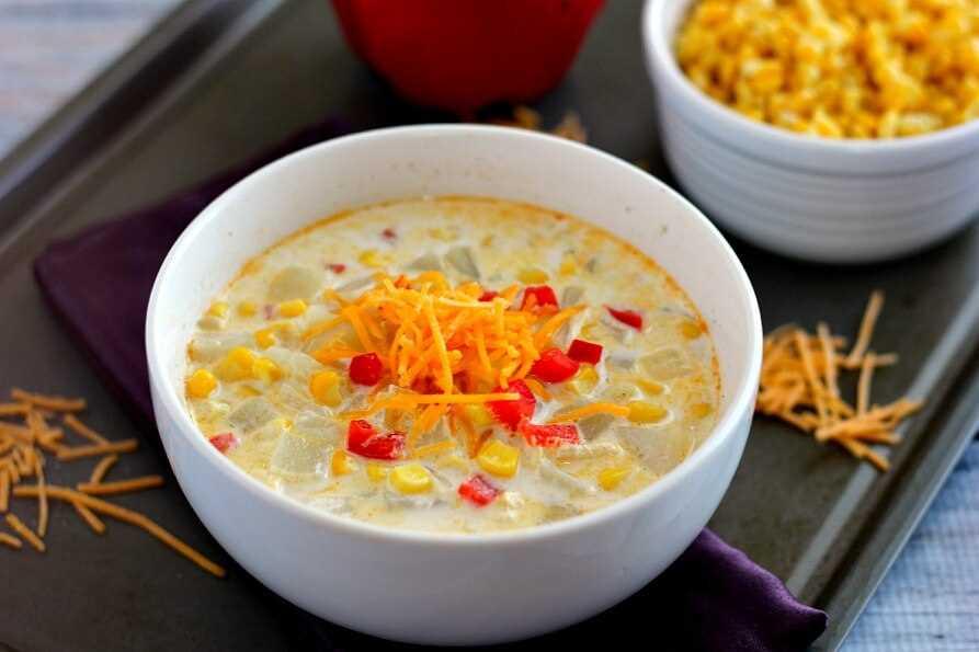 Esta crema de maíz cremosa es abundante, espesa y llena de verduras.