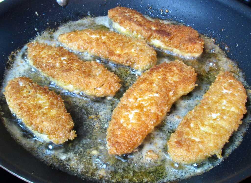 pollo frito en sartén