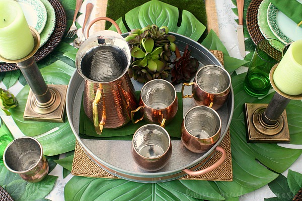 Uma mula de Moscou servida em uma bela caneca de cobre é a bebida da TI no momento e esta receita da Citrus Moscow Mule é perfeita para um brunch fácil do dia dos pais ou apenas uma receita de bebida de verão para beber na varanda da frente.