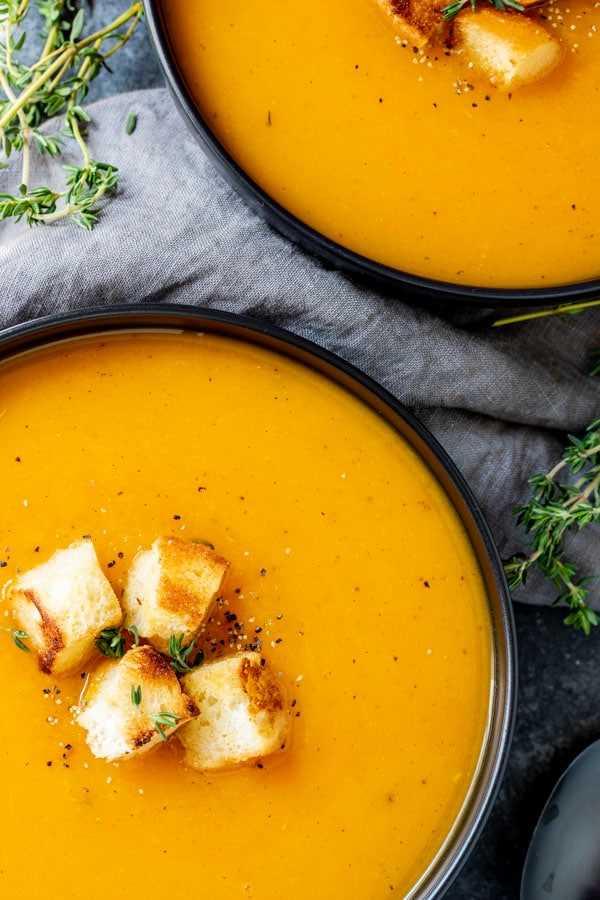 """Instant Pot Butternut Squash Soup es una gran sopa navideña """"class ="""" lazyload wp-image-39174 """"srcset ="""" https://i2.wp.com/homemadeinterest.com/wp-content/uploads/2019/10/Instant- Pot-Butternut-Squash-Soup_3.jpg 600w, https://i2.wp.com/homemadeinterest.com/wp-content/uploads/2019/10/Instant-Pot-Butternut-Squash-Soup_3-300x450.jpg 300w """" tamaños de datos = """"(ancho máximo: 600 px) 100vw, 600 px"""