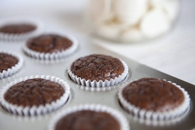 Mini cupcakes de brownie en sartén