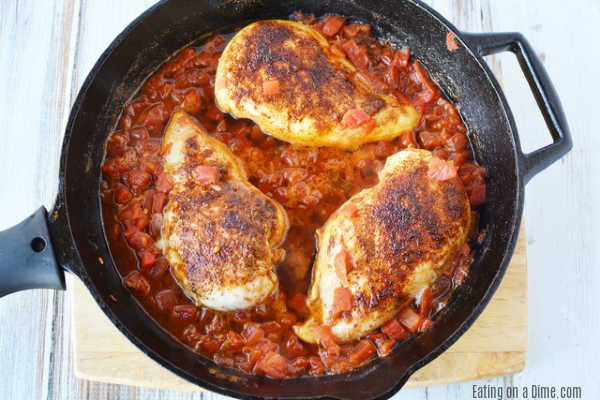 """La receta de sartén de pollo Tex Mex es muy fácil de hacer y tiene toneladas de sabor del sudoeste. Disfrute con arroz para una comida rápida en 20 minutos que a su familia le encantará. """"Width ="""" 600 """"height ="""" 400 """"srcset ="""" https://www.eatingonadime.com/wp-content/uploads/2012/02/tex -mex-5.jpg 600w, https://www.eatingonadime.com/wp-content/uploads/2012/02/tex-mex-5-300x200.jpg 300w """"tamaños ="""" (ancho máximo: 600px) 100vw 600px"""