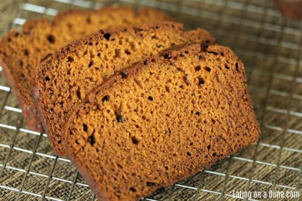 This is the BEST pumpkin bread recipe. It's easy to make and this pumpkin bread recipe tastes amazing! Try this pumpkin bread recipe.