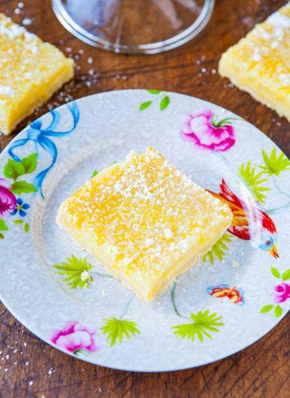 Las mejores barras de limón: ¡buenas barras de limón anticuadas que tienen un gran sabor a limón, sin ser demasiado agrias o demasiado dulces! ¡Receta fácil y sin mezclador!