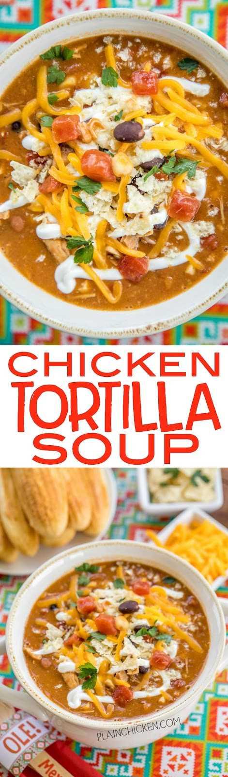 Sopa de tortilla de pollo: ¡el ingrediente secreto marca la diferencia! Listo en unos 15 minutos. También puede hacer esto en la olla de cocción lenta. ¡Congele las sobras para un almuerzo o cena rápida más tarde! Pollo rostizado, frijoles refritos, frijoles negros, tomates picados y chiles verdes, condimento para tacos, caldo de maíz y pollo. Cubra la sopa con queso, tortilla chips y crema agria. ¡Sirva con un poco de pan de maíz para una comida fácil durante la semana que toda la familia disfrutará! ¡A todos les encantó esta receta mexicana fácil!