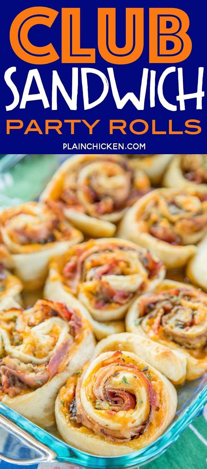 Rollos de fiesta Club Sandwich: ¡tan buenos! El jamón, el pavo, el rosbif, el tocino y el queso cheddar se enrollan (¡estilo bollo de canela!) en una masa de pizza suave y esponjosa. Luego se rocían con un glaseado de azúcar morena dijon y se hornean hasta que estén doradas, pegajosas y crujientes. En serio son tan buenos !! ¡Podría comerlos todos los días! ¡Ideal para chucherías, brunch, almuerzos, cenas y fiestas! Siempre lo primero que hay que ir!