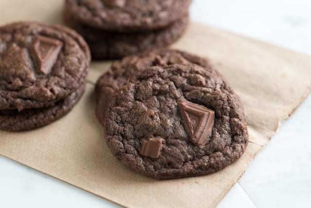 Receta masticable de galletas de chocolate doble