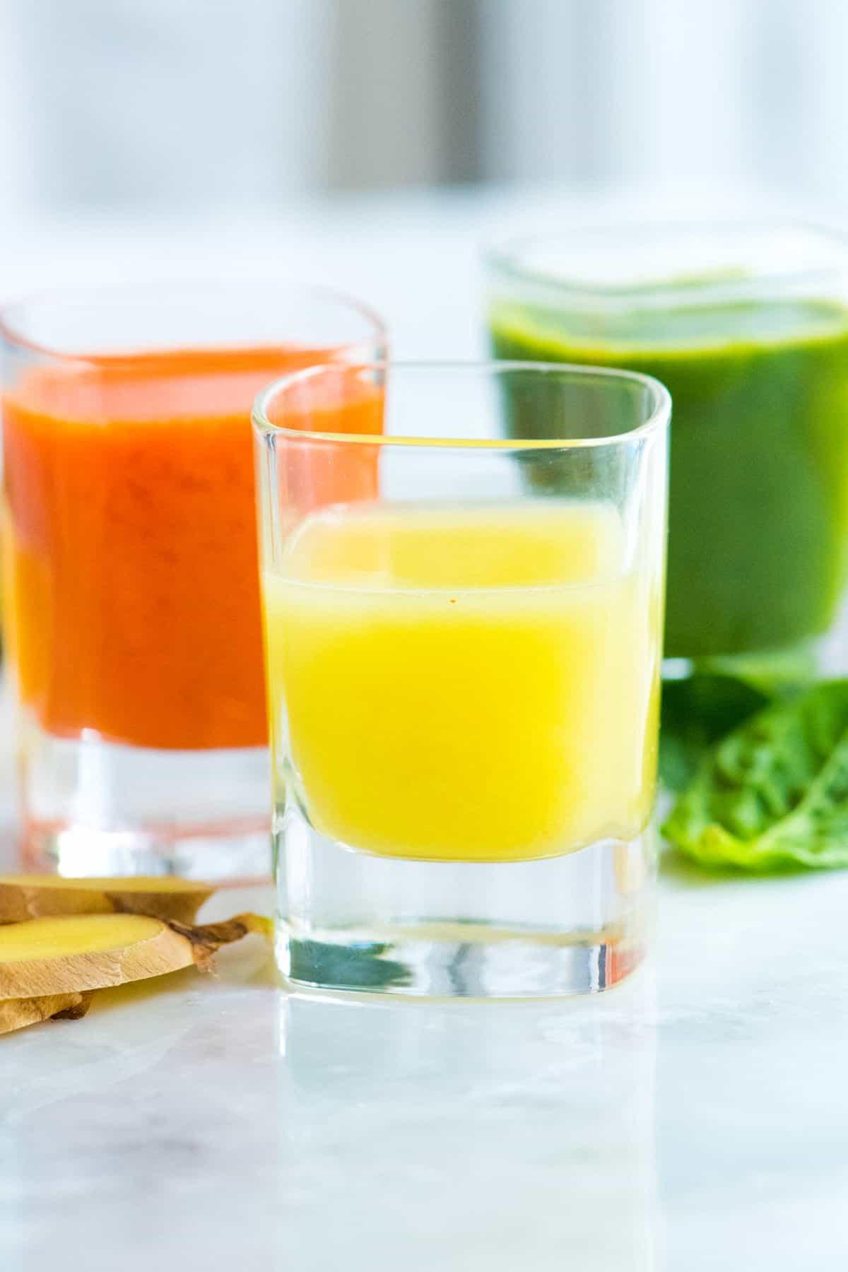 Tres recetas de Ginger Power Shot que incluyen Lemon Ginger, Carrot Ginger y Green Apple Ginger Shot