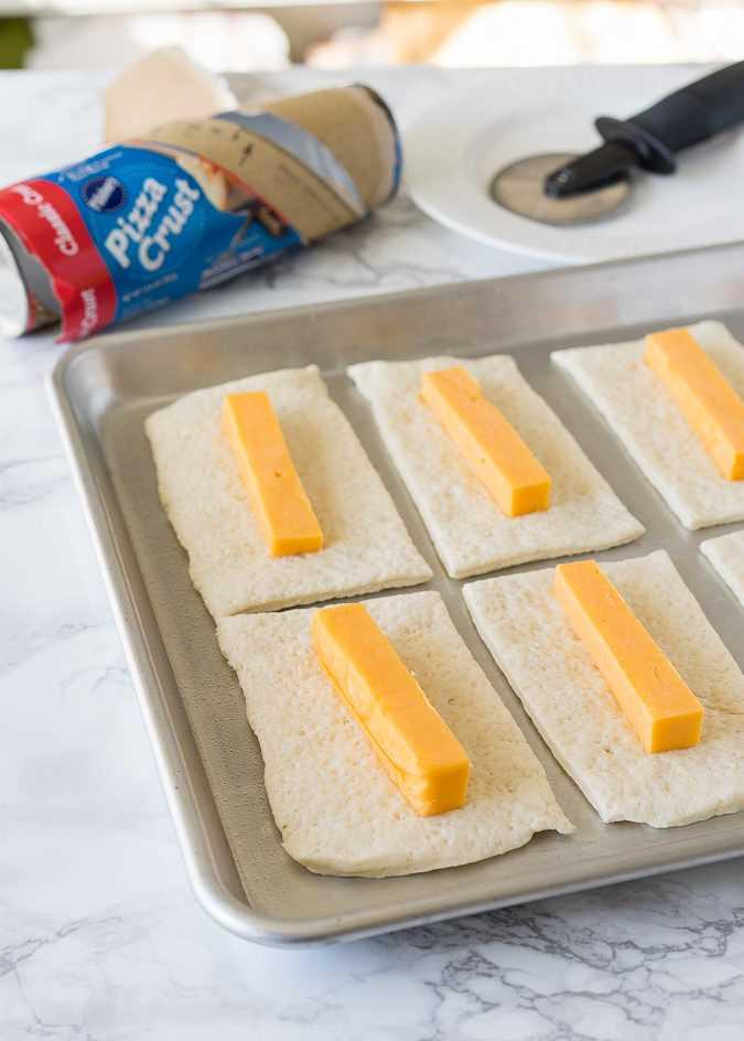 """Estos palitos de pretzel con queso son pretzels suaves rellenos de queso y solo 5 ingredientes simples. ¡Listo en menos de 20 minutos! """"Width ="""" 675 """"height ="""" 944 """"srcset ="""" https://iwashyoudry.com/wp-content/uploads/2016/11/Cheesy-Pretzel-Sticks.jpg 675w, https: //iwashyoudry.com/wp-content/uploads/2016/11/Cheesy-Pretzel-Sticks-600x839.jpg 600w """"tamaños ="""" (ancho máximo: 675px) 100vw, 675px"""