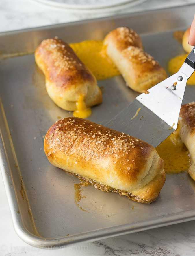 """Estos palitos de pretzel con queso son pretzels suaves rellenos de queso y solo 5 ingredientes simples. ¡Listo en menos de 20 minutos! """"Width ="""" 675 """"height ="""" 884 """"srcset ="""" https://iwashyoudry.com/wp-content/uploads/2016/11/Cheesy-Pretzel-Sticks-5.jpg 675w, https://iwashyoudry.com/wp-content/uploads/2016/11/Cheesy-Pretzel-Sticks-5-600x786.jpg 600w, https://iwashyoudry.com/wp-content/uploads/2016/11/Cheesy -Pretzel-Sticks-5-500x655.jpg 500w """"tamaños ="""" (ancho máximo: 675px) 100vw, 675px"""