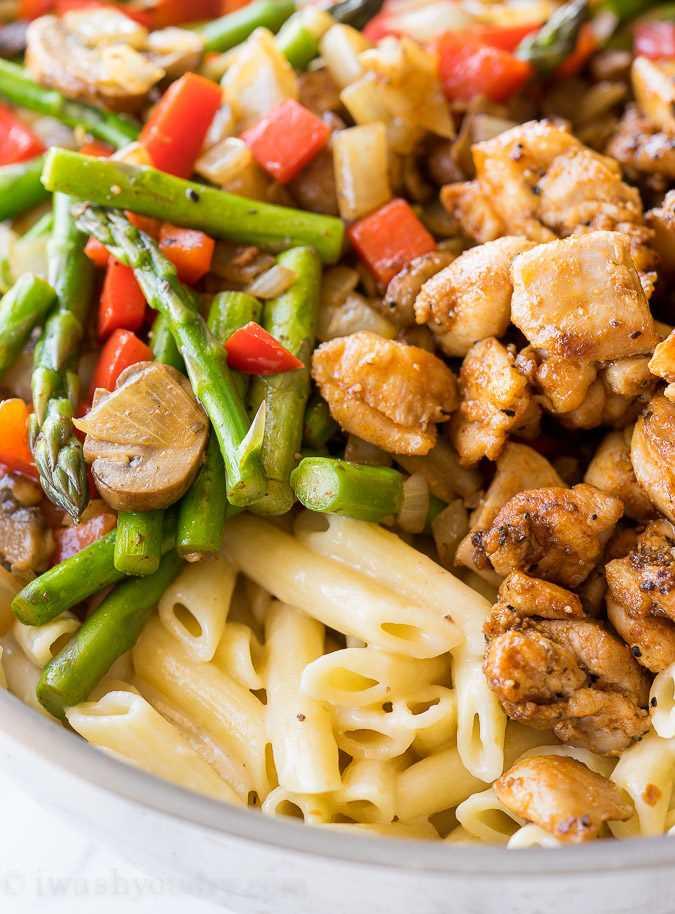 """¡Esta pasta cremosa de pollo con espárragos y penne está llena de verduras frescas y pasta tierna en una salsa ligera y cremosa! ¡Otra receta fácil para la cena entre semana! """"Width ="""" 675 """"height ="""" 914 """"srcset ="""" https://iwashyoudry.com/wp-content/uploads/2017/01/Creamy-Chicken-Asparagus-Penne-Pasta-3. jpg 675w, https://iwashyoudry.com/wp-content/uploads/2017/01/Creamy-Chicken-Asparagus-Penne-Pasta-3-600x812.jpg 600w """"tamaños ="""" (ancho máximo: 675px) 100vw, 675px"""