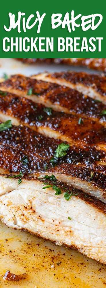Esta suculenta receita de peito de frango assada no forno é rápida e fácil, perfeita para um jantar agitado durante a semana!