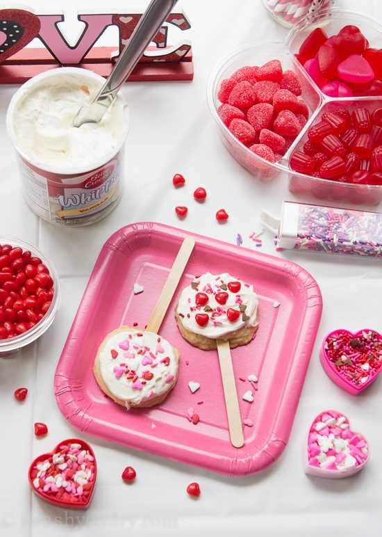 Pops de galletas de azúcar de San Valentín