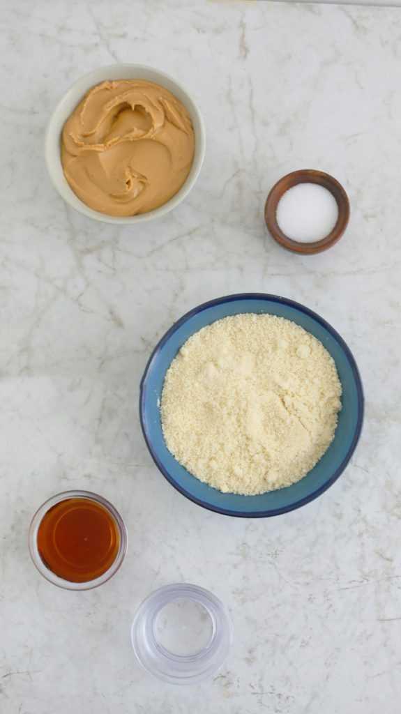 ingredientes para hacer la receta de harina de almendras sin hornear