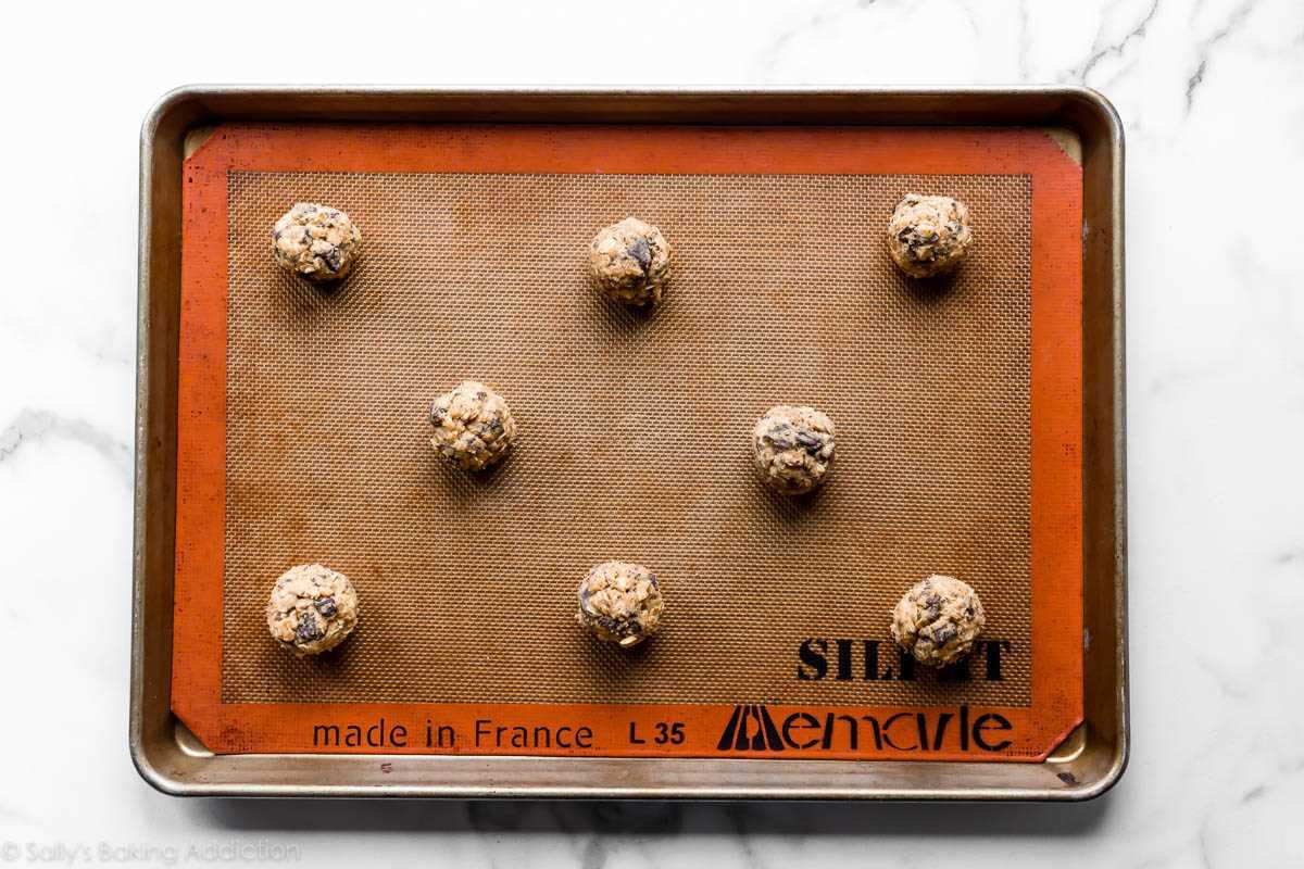 masa de galleta de avena con trozos de chocolate