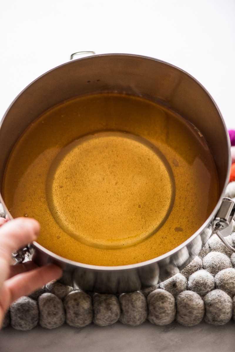 Caramelo en el fondo de la sartén