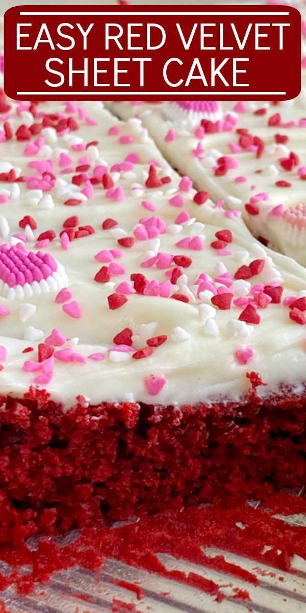 Pastel de terciopelo rojo   Postres de terciopelo rojo   ¡Easy Red Velvet Sheet Cake es muy fácil de hacer! Una mezcla de pastel de terciopelo rojo alterado con el mejor y el glaseado de queso crema de chocolate blanco más esponjoso. #redvelvet #redvelvetrecipes #valentinesdayrecipes #redvelvetcake #sheetcake #easyrecipes