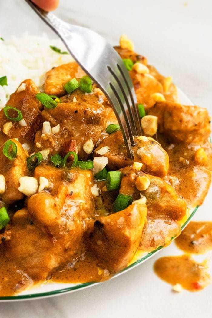 Pollo a la mantequilla de maní picante