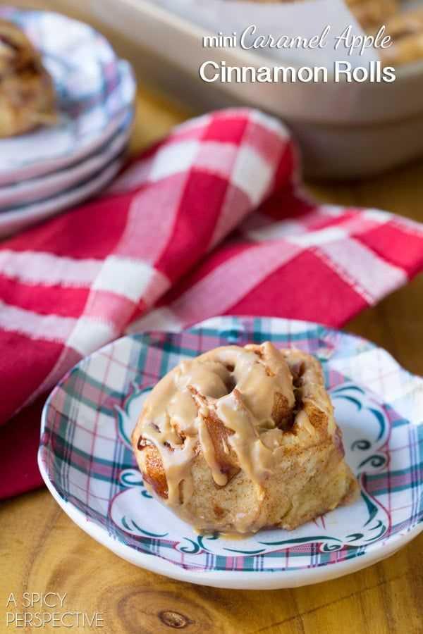 ¡Miralos! Mini Rollos de canela y manzana con caramelo #caramelapple #cinnamonrolls