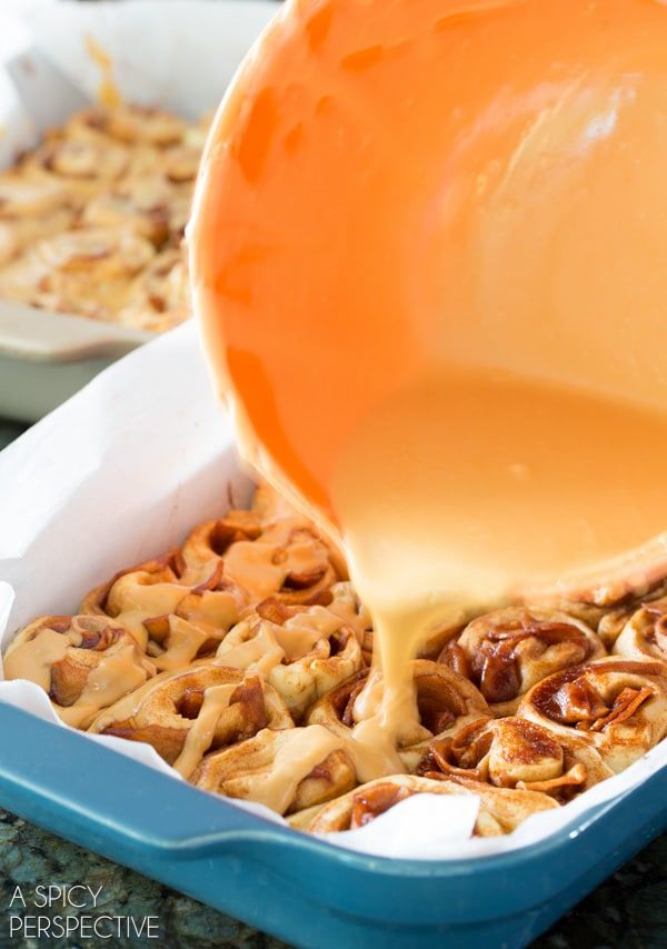 Los mejores mini rollos de canela y manzana con caramelo #caramelapple #cinnamonrolls #holiday #breakfast