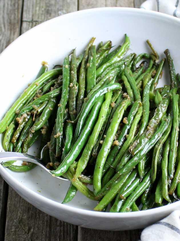 Frijoles verdes franceses fáciles de ajo