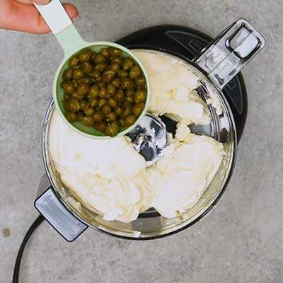 """Salmón ahumado Dip Paso 1 - Agregue alcaparras. """"Width ="""" 400 """"height ="""" 400 """"data-pin-description ="""" ¡Salmón ahumado Dip! La salsa de salmón ahumado suave y cremosa tiene todo el sabor del salmón ahumado con toques de limón, eneldo y alcaparras. Ideal para untar en bagels o sumergir con galletas saladas. El   HomemadeHooplah.com """"data-pin-nopin ="""" true """"srcset ="""" https://juegoscocinarpasteleria.org/wp-content/uploads/2020/02/1583005744_63_Salmon-Ahumado.jpg 400w, https : //homemadehooplah.com/wp-content/uploads/2019/01/Smoked-Salmon-Dip-Step-1d-1-75x75.jpg 75w, https://homemadehooplah.com/wp-content/uploads/2019/ 01 / Smoked-Salmon-Dip-Step-1d-1-155x155.jpg 155w, https://homemadehooplah.com/wp-content/uploads/2019/01/Smoked-Salmon-Dip-Step-1d-1-168x168 .jpg 168w, https://homemadehooplah.com/wp-content/uploads/2019/01/Smoked-Salmon-Dip-Step-1d-1-300x300.jpg 300w """"tamaños ="""" (ancho máximo: 400px) 100vw 400px"""