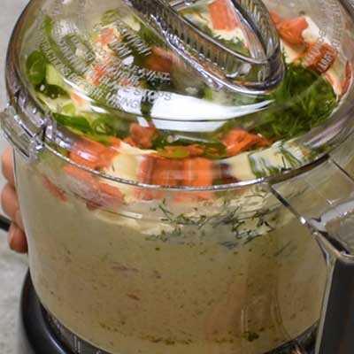 """Salsa ahumada Paso 2 - Mezcle bien. """"Ancho ="""" 400 """"altura ="""" 400 """"data-pin-description ="""" Salsa ahumada! La salsa de salmón ahumado suave y cremosa tiene todo el sabor del salmón ahumado con toques de limón, eneldo y alcaparras. Ideal para untar en bagels o sumergir con galletas saladas. El   HomemadeHooplah.com """"data-pin-nopin ="""" true """"srcset ="""" https://juegoscocinarpasteleria.org/wp-content/uploads/2020/02/1583005745_938_Salmon-Ahumado.jpg 400w, https: / /homemadehooplah.com/wp-content/uploads/2019/01/Smoked-Salmon-Dip-Step-2d-75x75.jpg 75w, https://homemadehooplah.com/wp-content/uploads/2019/01/Smoked- Salmon-Dip-Step-2d-155x155.jpg 155w, https://homemadehooplah.com/wp-content/uploads/2019/01/Smoked-Salmon-Dip-Step-2d-168x168.jpg 168w, https: // homemadehooplah.com/wp-content/uploads/2019/01/Smoked-Salmon-Dip-Step-2d-300x300.jpg 300w """"tamaños ="""" (ancho máximo: 400px) 100vw, 400px"""