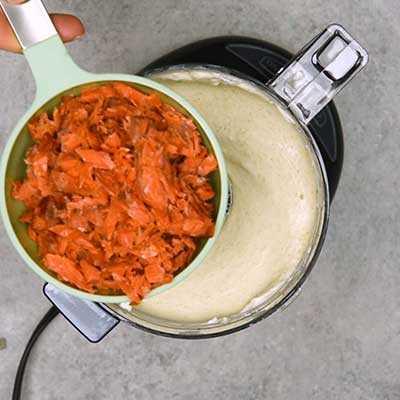 """Salmón ahumado Dip Paso 2 - Agregue salmón ahumado. """"Width ="""" 400 """"height ="""" 400 """"data-pin-description ="""" ¡Salmón ahumado Dip! La salsa de salmón ahumado suave y cremosa tiene todo el sabor del salmón ahumado con toques de limón, eneldo y alcaparras. Ideal para untar en bagels o sumergir con galletas saladas. El   HomemadeHooplah.com """"data-pin-nopin ="""" true """"srcset ="""" https://juegoscocinarpasteleria.org/wp-content/uploads/2020/02/1583005745_994_Salmon-Ahumado.jpg 400w, https: / /homemadehooplah.com/wp-content/uploads/2019/01/Smoked-Salmon-Dip-Step-2a-75x75.jpg 75w, https://homemadehooplah.com/wp-content/uploads/2019/01/Smoked- Salmon-Dip-Step-2a-155x155.jpg 155w, https://homemadehooplah.com/wp-content/uploads/2019/01/Smoked-Salmon-Dip-Step-2a-168x168.jpg 168w, https: // homemadehooplah.com/wp-content/uploads/2019/01/Smoked-Salmon-Dip-Step-2a-300x300.jpg 300w """"tamaños ="""" (ancho máximo: 400px) 100vw, 400px"""
